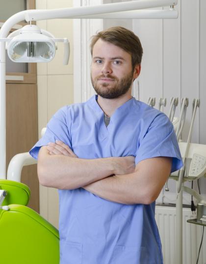 Dr. Tupicza Alex - Fogorvos