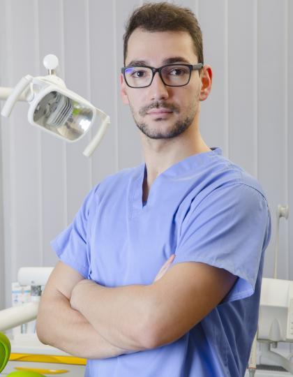 Dr. Jipa Arnold - Fogorvos