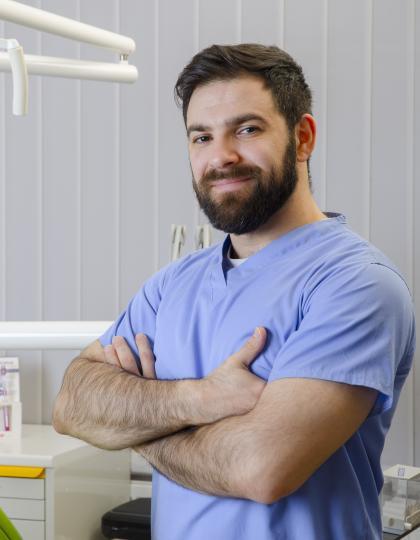 Dr. Lavi Buniak - Fogorvos