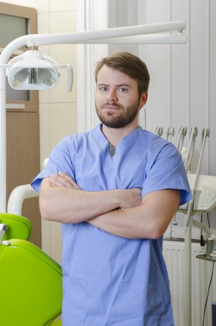Dr. Tupicza Alex - Dentist