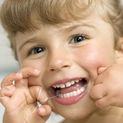 Gyermekkorban elhanyagolható a fogselyem használata?