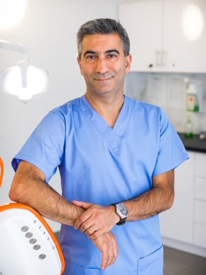 Dr. Mohri Bamdad - Fogszakorvos